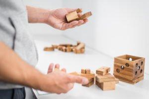 Nachhaltige Denkspielzeuge aus Holz machen dich schlau